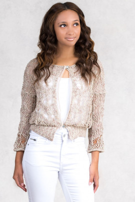 Delicate & Romantic Short Jumper in Beige